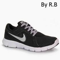 Logo Nike nas laterais do calçado. Fechamento em cadarço para maior ajuste.  Pespontos nos recortes do modelo. Cores em contraste no calçado. 3ce451a869589