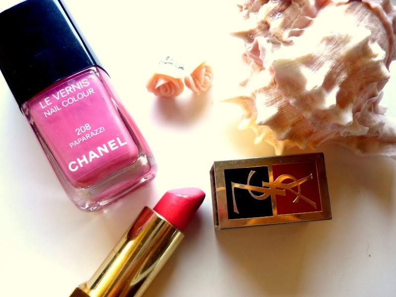 CORAL AND PALE PINK