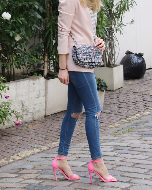 zara quilted bag, quilted clutch bag, pink blazer, pink heels, asos heels, asos pink sandals, asos jeans, london street style