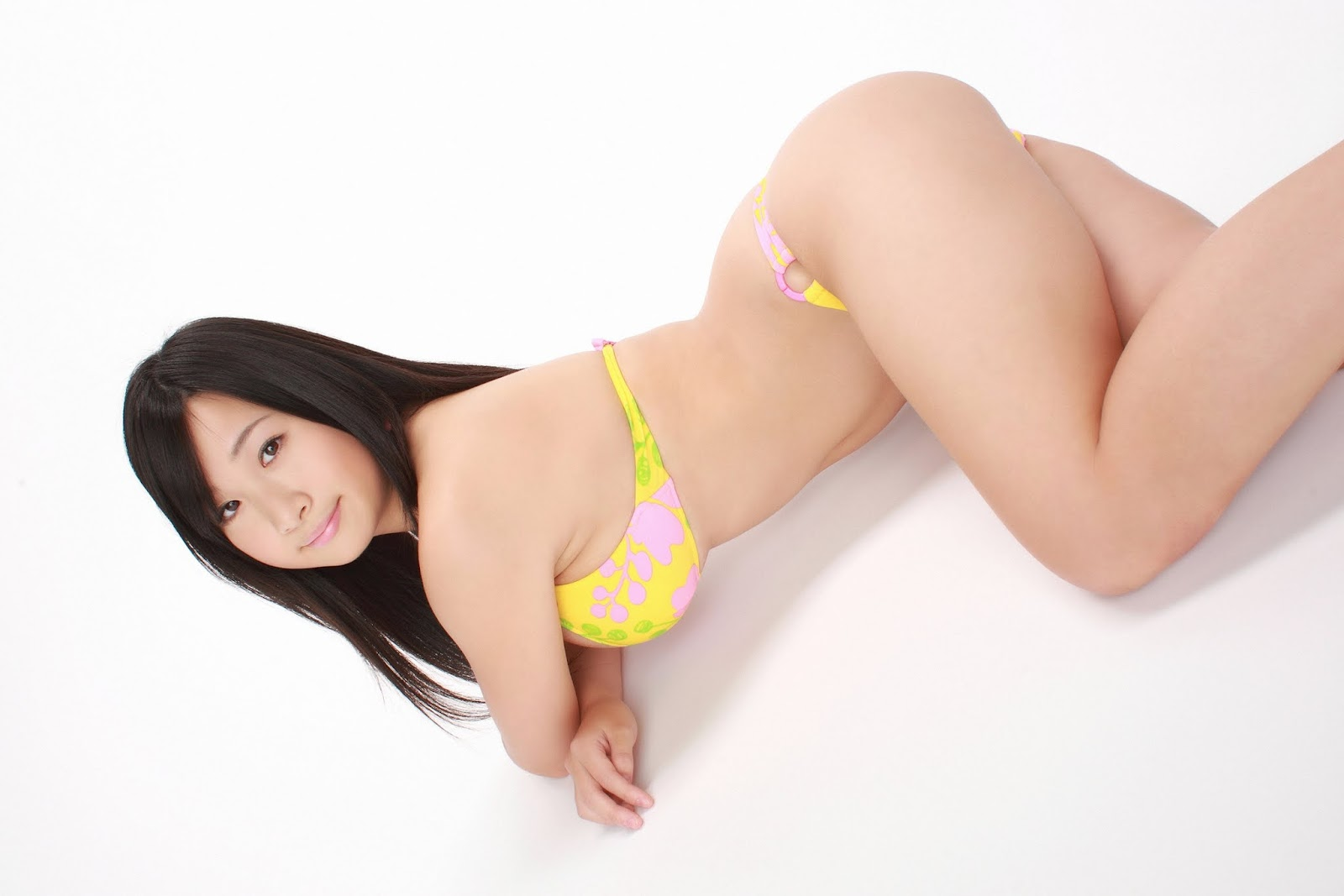 Beautifull Photos: Rui Kiriyama sexy in yelow Bikini