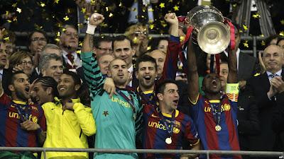 piala champions dia juga pernah meraih champions sebagai kapten ...