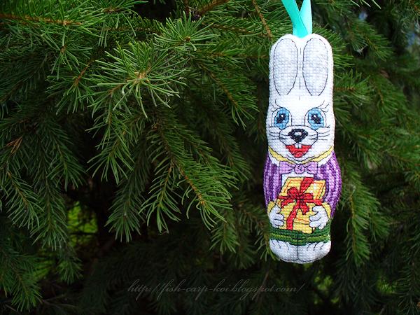 Ёлочное украшение вышитое крестиком - шоколадный заяц - авторский дизайн - новогодние игрушки