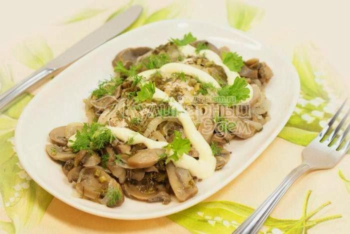 Куриное филе с грибами, запеченное в фольге