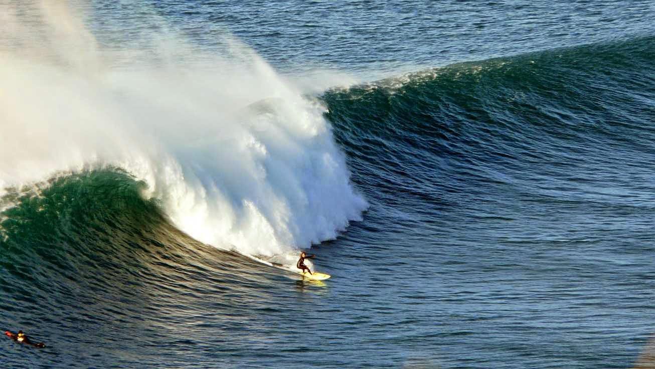 surfing menakoz 22