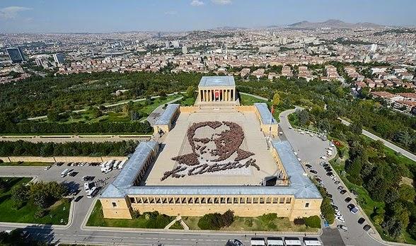 Громадный «живой» портрет Ататюрка в Анкаре