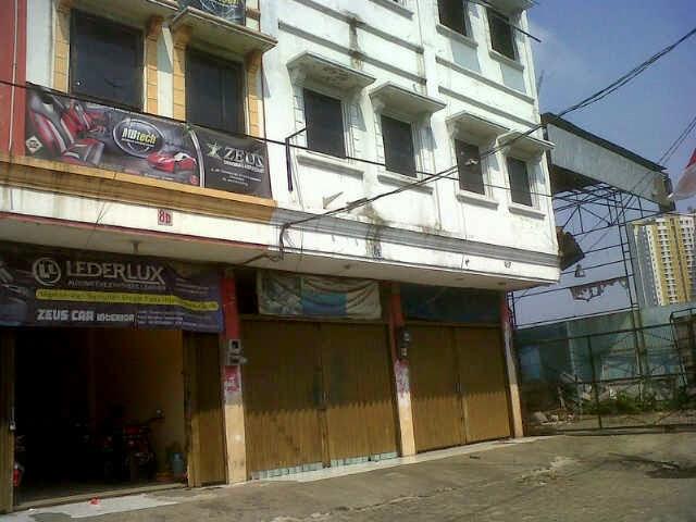 Ruko di Jl Raya Serpong seberang Hotel FM3 Tangerang