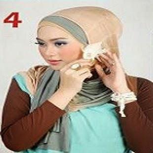 Cara Memakai jIlbab - Kreasi Jilbab Pashmina Dua Warna Model Gantung