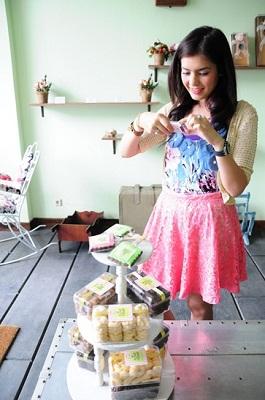 gambar bb 9790 pink, blavkberry bellagio warna pink harga spesifikasi
