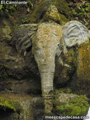 Elefante de piedra en el Centro Turístico Naciente del Río Tioyacu (Rioja, Perú) 1