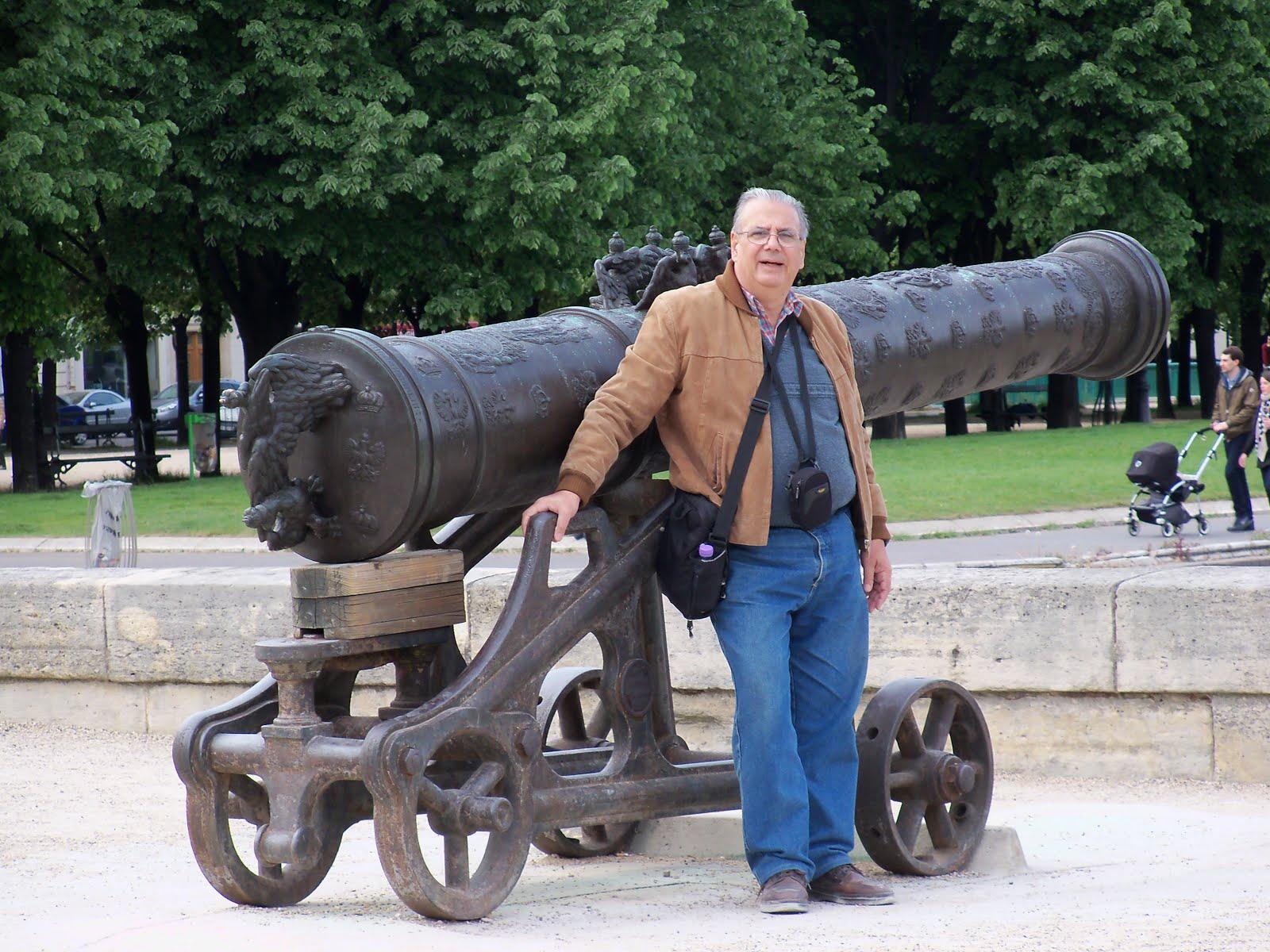 Con cañón historico (París)