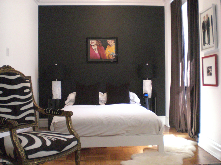 Black wall color accent bedroom playroom dining room for Black wall room ideas