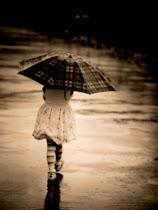 .În ceea ce mă priveste,să plouă tot anul.Mi`am ascuns anotimpurile în suflet.
