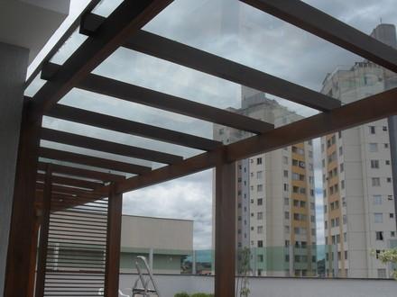 Varanda com telhado de vidro