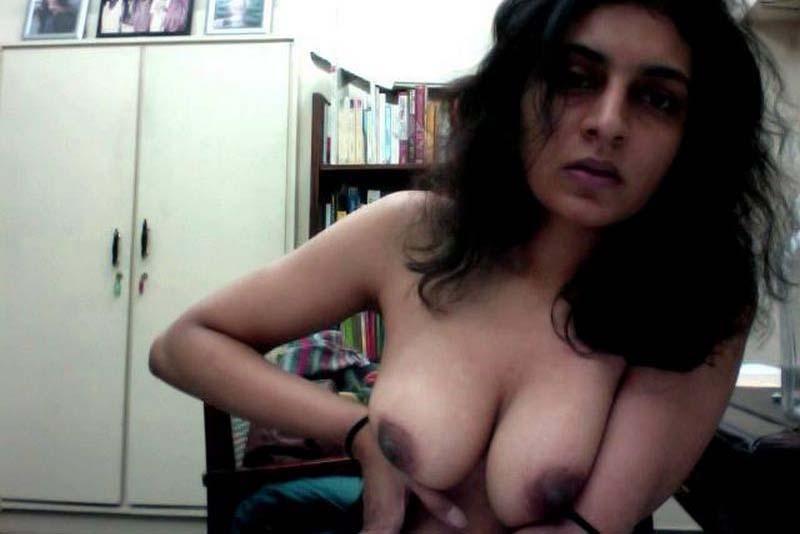Desi girls nude on webcam — photo 4