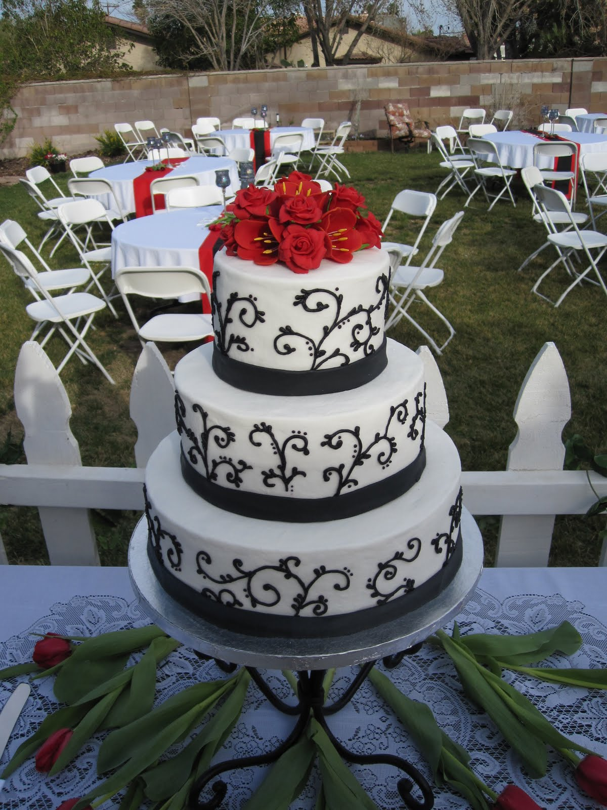 Ms Cakes Hayley s Black and White Wedding Cake