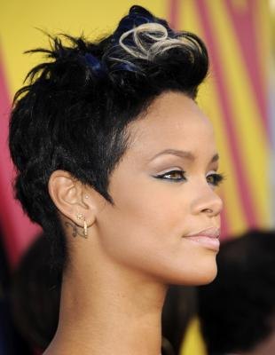 A number of the best photographs of the womans Rihanna hair styles with ...