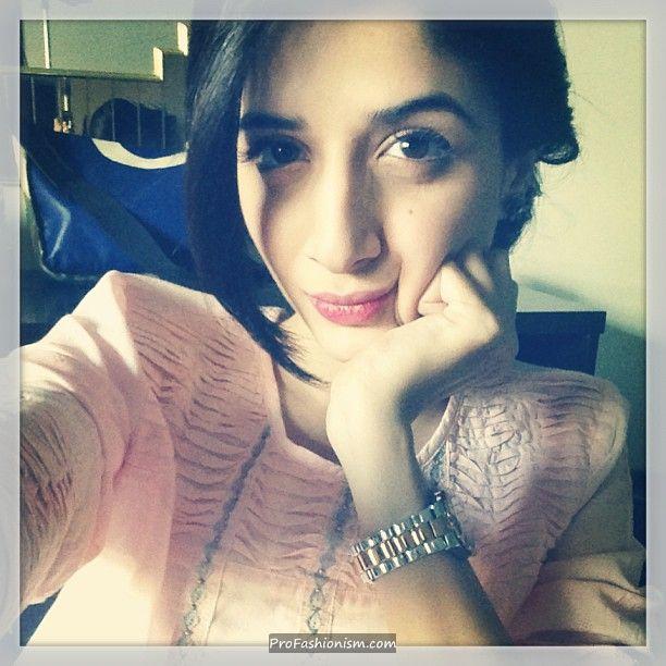 Mawra Hocane smooches her cheeks - Pakistani Celebrities Updates