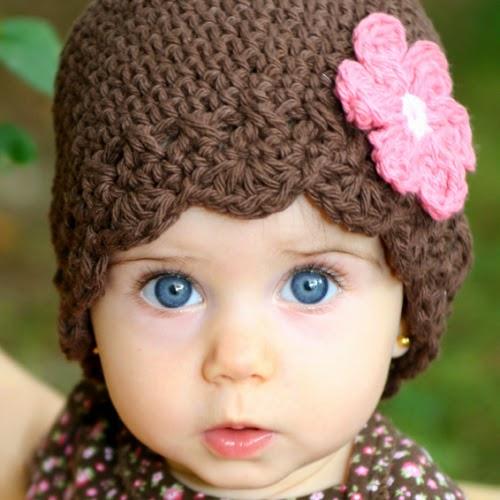 Photo bébé fille avec yeux bleu