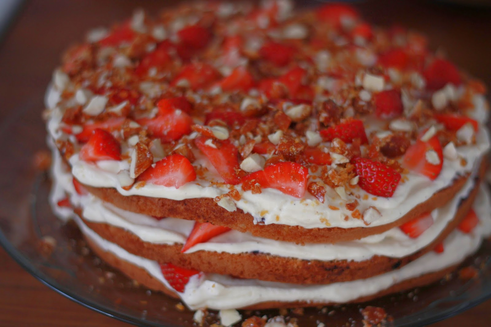 lagkage med abrikos og makroner