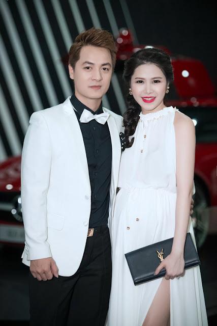 Bà xã Đăng Khôi dù đang mang bầu hơn 7 tháng nhưng vẫn rạng rỡ sóng đôi chồng dự event.