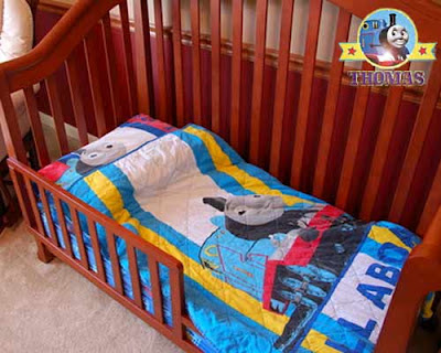 Cool decor Thomas the train toddler bed linen set will be pleasant with regard to warn summer time