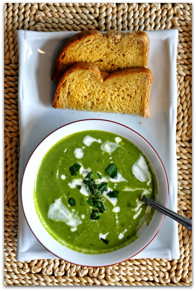 CrockPot Spinach Soup with Cucumber and Basil #meatlessmonday #soup #slowcookerrecipe #crockpot #vegetarian