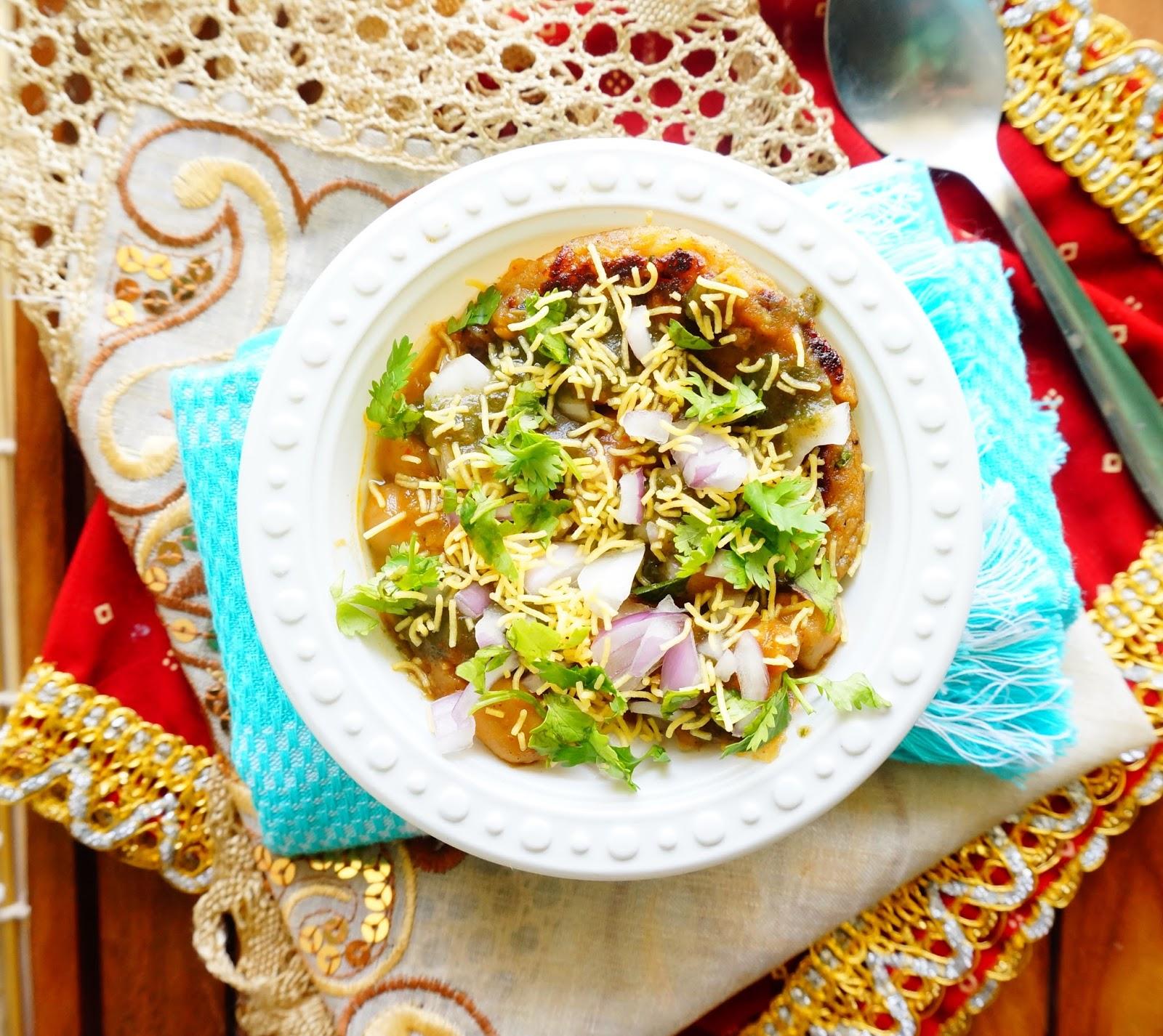 Scrumptious indian recipes recipe of aloo tikki chole tikki chaat tikki chole tikki chaat chaat pakodi forumfinder Gallery