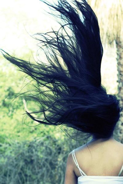 Mơ thấy mình chải tóc đầu rụng nhiều