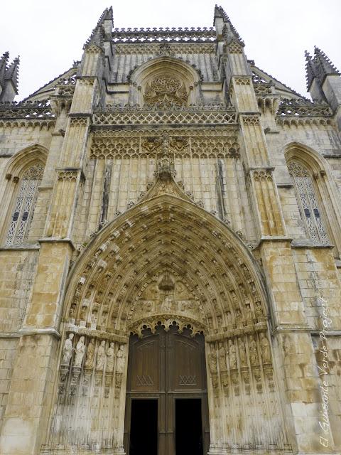 Portada Principal del Monasterio de Batalla - El Guisante Verde Project