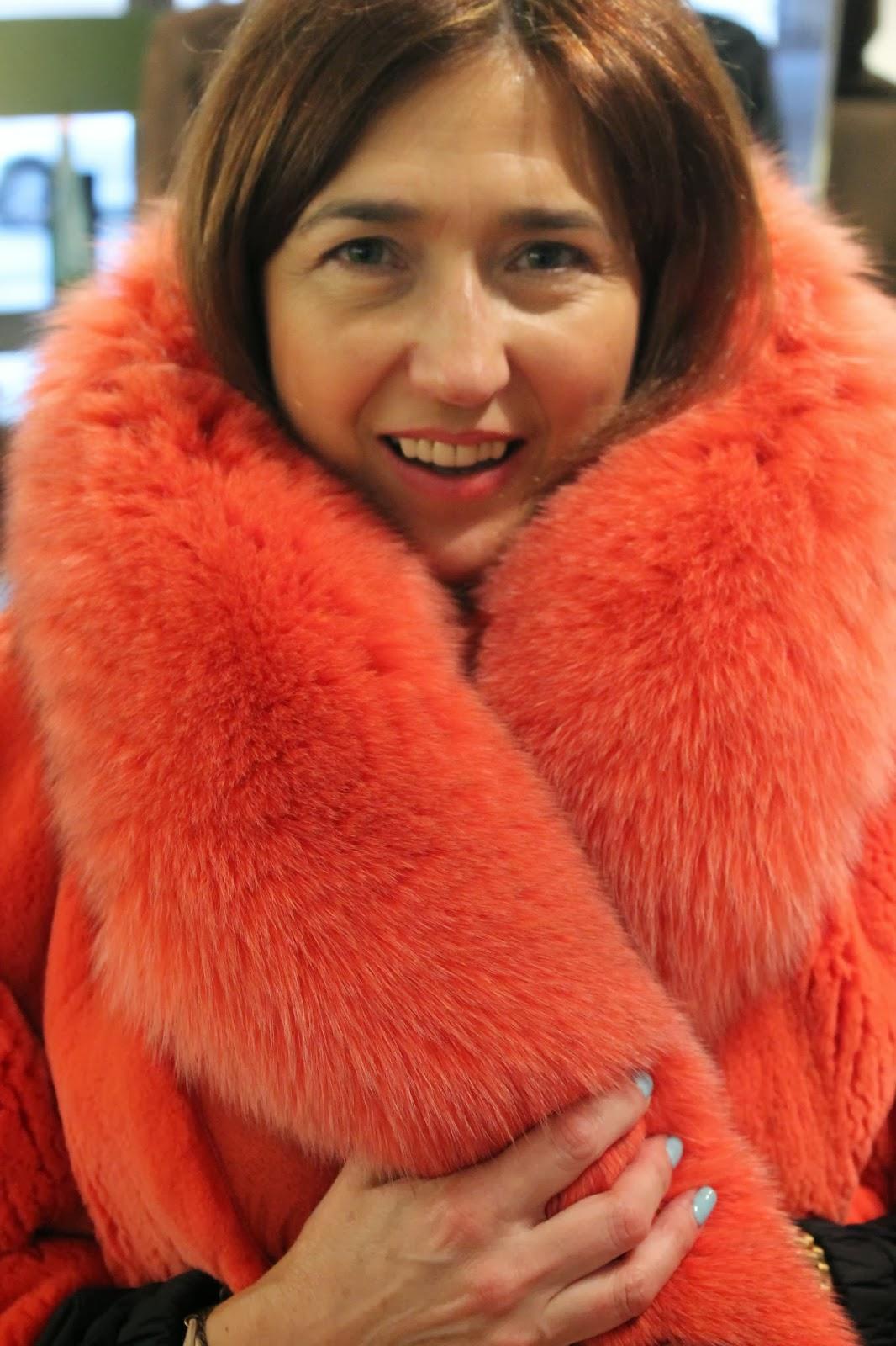 Carmen Hummer con abrigo de Elena Benarroch