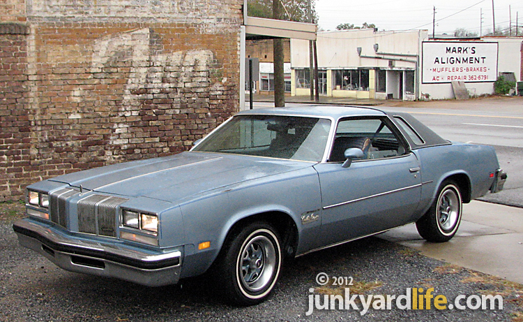 Junkyard life classic cars muscle cars barn finds hot for 1976 cutlass salon for sale