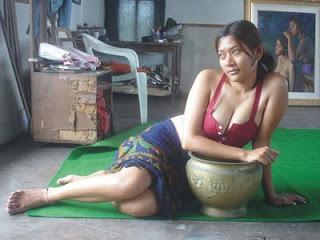 Menikmati Tubuh Penari Bali