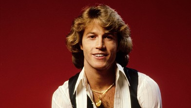 Who did andy gibb date in Perth
