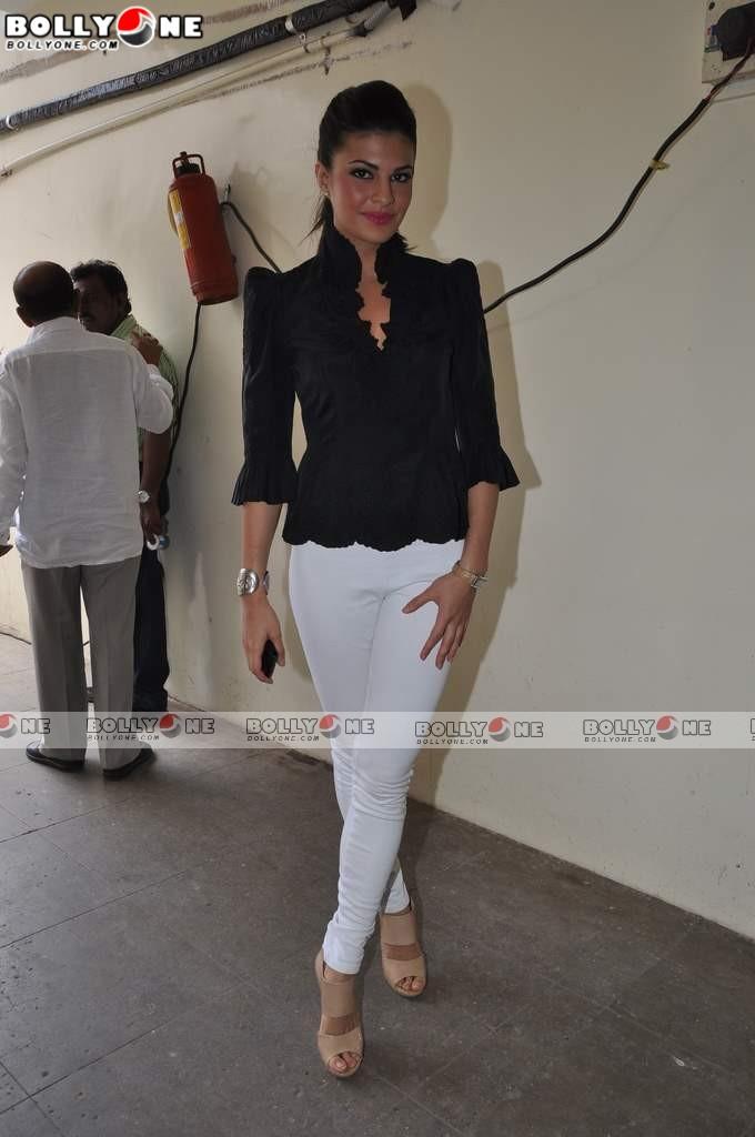 , Jacqueline Fernandez At Murder 2 Promotions