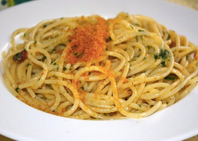 Spaghetti alla bottarga al profumo di limone
