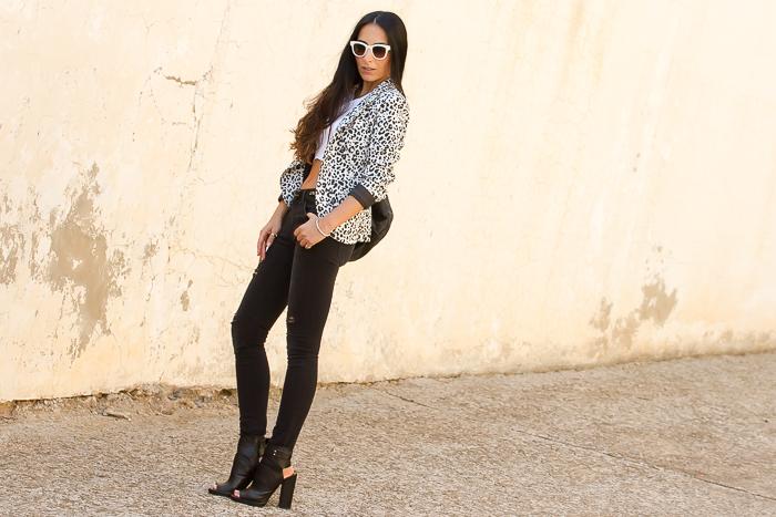 Look con blazer de estampado leopardo bloguera de Valencia