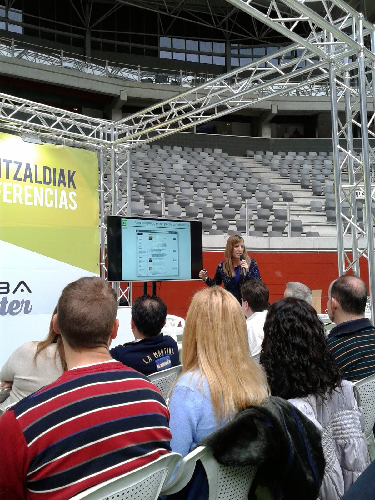 Imagen propia de la conferencia de Ane Bilbao en la Araba Encounter