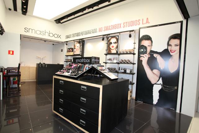 Evento  Smashbox Cosmetics abre sua primeira pop-up store mundial no Brasil bf01f89e74d6f