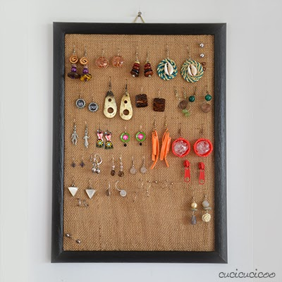 http://www.cucicucicoo.com/2014/01/picture-frame-burlap-earring-display/