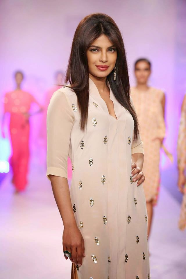 Priyanka Chopra sizzles on the ramp for Reliance Trends presents Neeta Lulla at LFW-2014