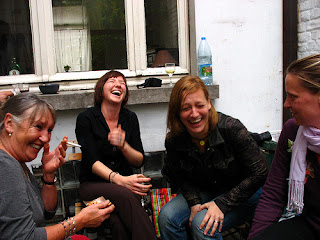 Mujeres platicando