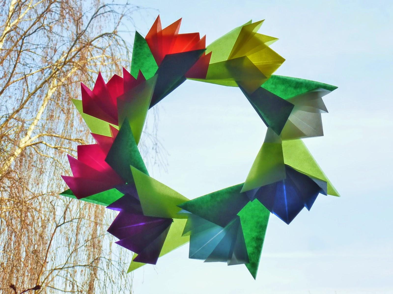 Alltagsbunt fensterbild oder tischdeko kranz aus transparentpapier falten origami mit anleitung - Fensterbilder transparentpapier ...