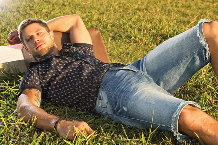 Jonas Sulzbach posa para campanha de verão de marca jeans. Foto: Eurico Freire/Divulgação