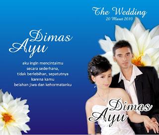 contoh kartu undangan pernikahan dengan poto di depan warna biru