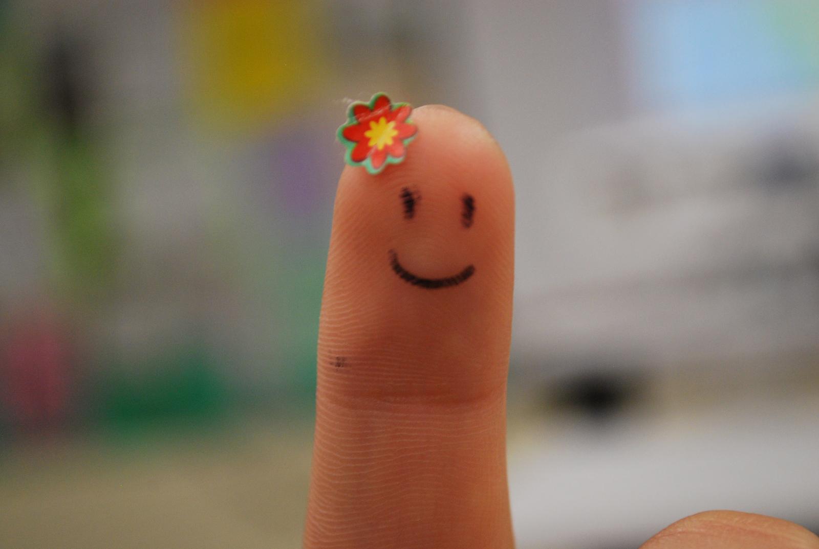 http://3.bp.blogspot.com/-_-KrNkKyIEg/ToTjd8Yv47I/AAAAAAAABcw/U2-wl34Ac3I/s1600/Fingers_Smile_Funny_Wallpapers_Vvallpaper.net.jpg
