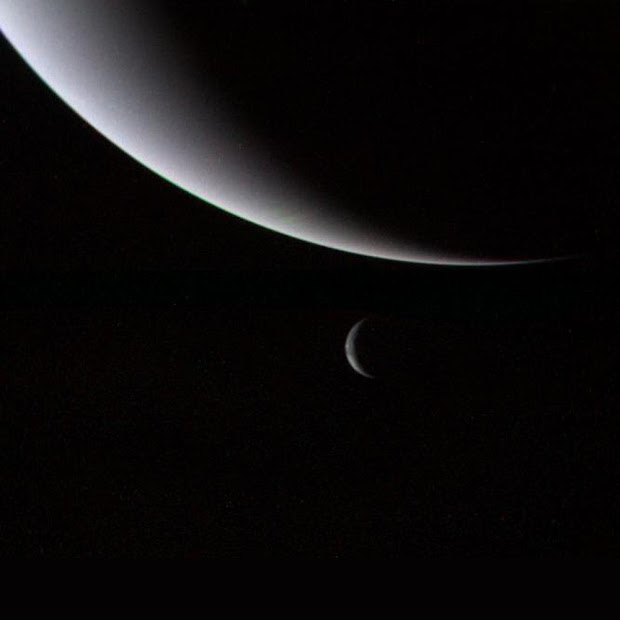 The Crescents of Neptune and Triton as imaged by Voyager 2