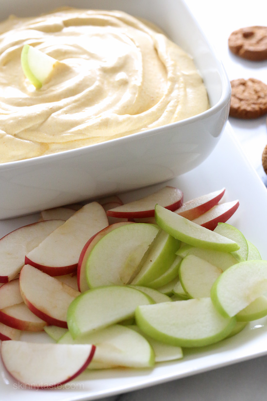 Pumpkin Pie Dip – everything you love about pumpkin pie, made into a light and fluffy dip.