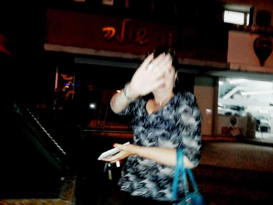 עובדת סוציאלית לשכת הרווחה עפולה מסתירה פניה מהמצלמות