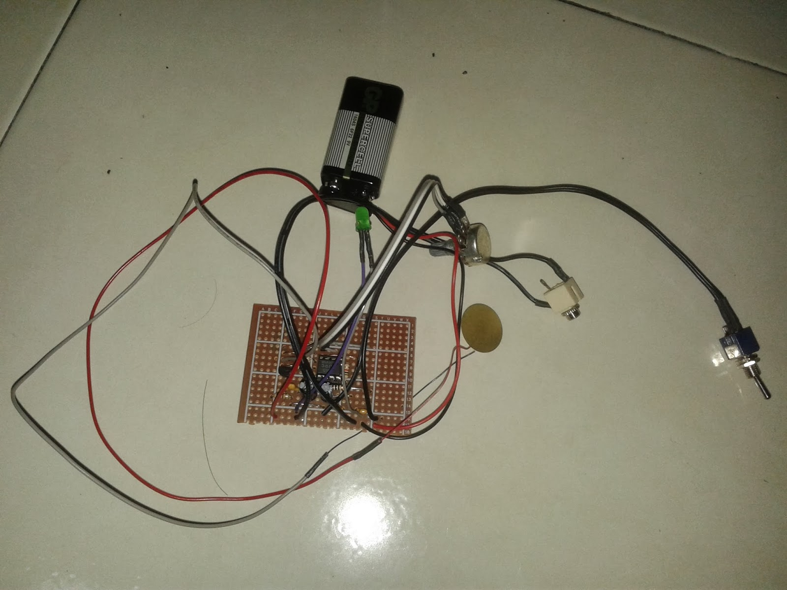 Electronic Stethoscope Using Piezoelectric Sensor Electronics Project Designing Engineering This Week Im Completing My Final Year By Placing The Circuit In Enclosure Drill Holes For Mono Jack Switch And Control