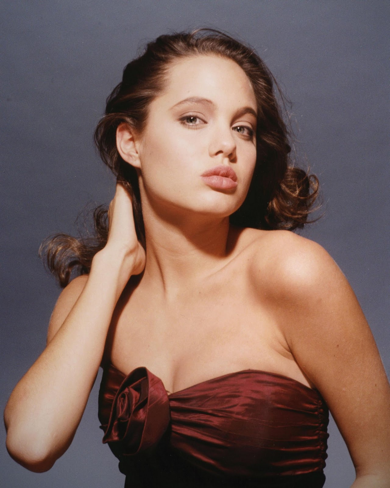 Young Celebrity Photo ... Angelina Jolie